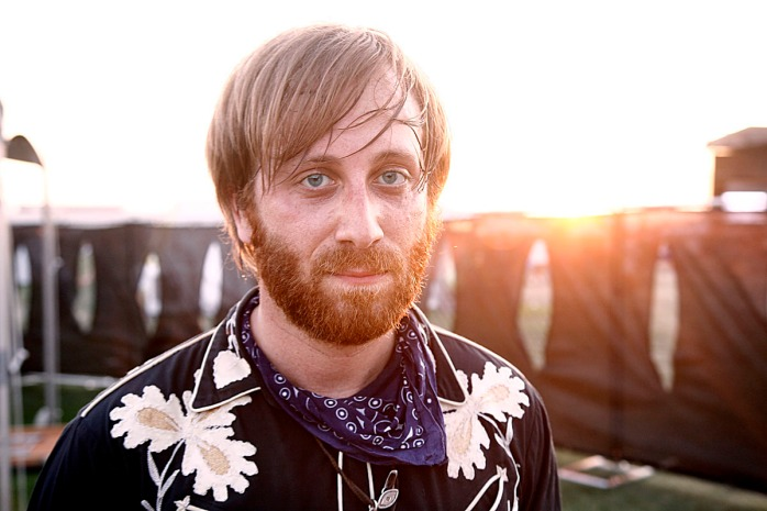 Dan-Auerbach-Waiting-On-A-Song